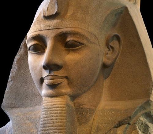[Khám phá] Người đầu tiên phẫu thuật nâng mũi là vị vua Ai Cập - Hình 1