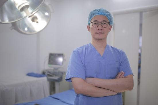 Cùng chuyên gia Hàn Quốc giải đáp mọi thắc mắc về nâng mũi Model 1